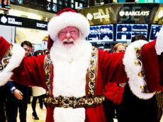 Como comprar ações em dezembro e lucrar com o Natal